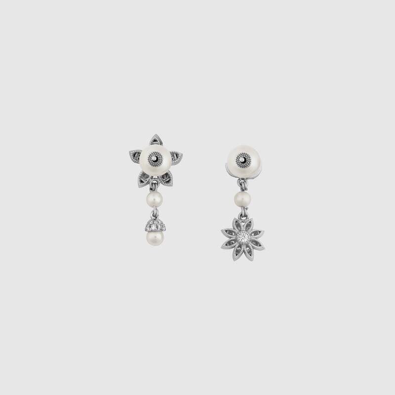 Orecchini Gucci fiore e Doppia G con diamanti