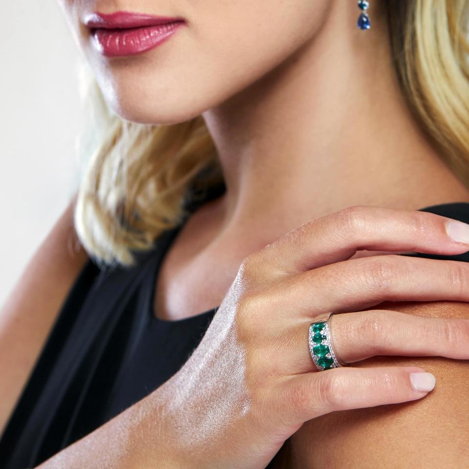 Bon ton ring white gold brilliant emeralds