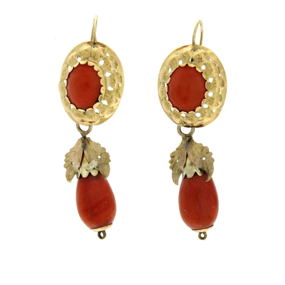 Antique earrings in gold and corals