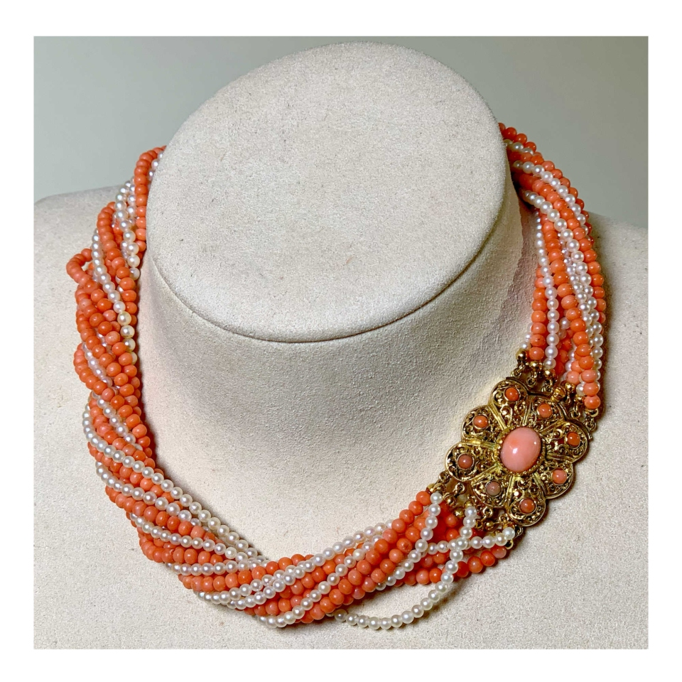 Necklace coral and pearls